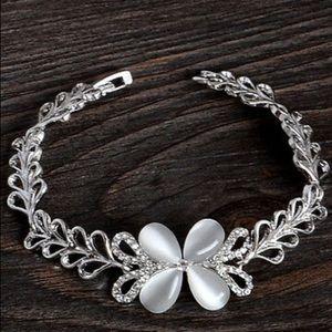 Jewelry - ❤️gorgeous crystal butterfly rhinestone bracelet